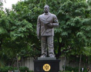 カラカウア像