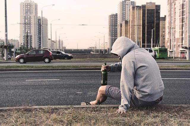 ハワイのバス停にはホームレスが多い